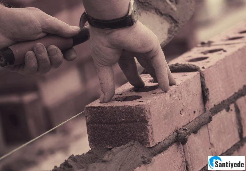 Tuğla duvar örülmesi