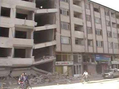 Deprem çarpışma ile oluşan hasar