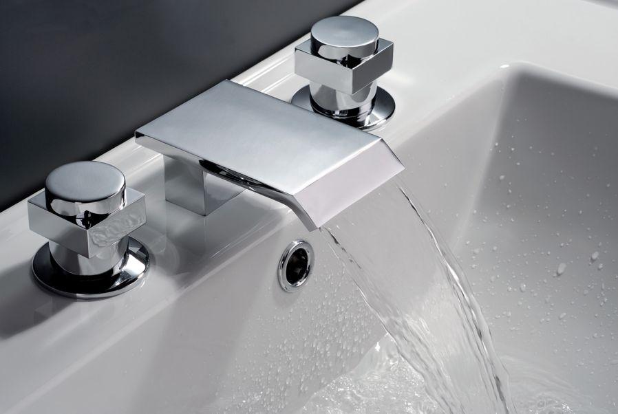 Banyo dekoru için batarya ve donanımların yenilenmesi