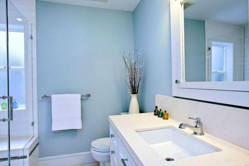 Mavi banyo rengi ile tasarım
