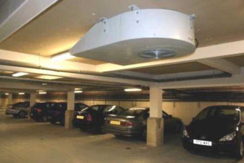 Egzoz gazı tahliyesi için garaj tavanında bir havalandırma
