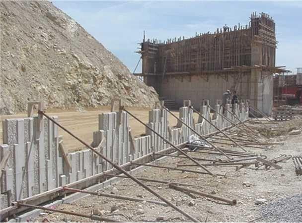 toprakarme duvar panellerin payandanladırılması