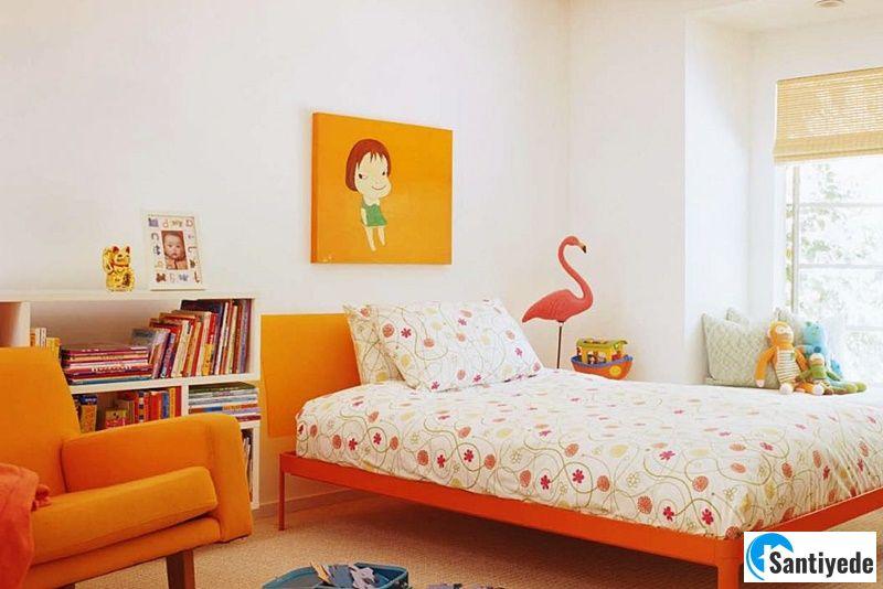 Sade renk çocuk odası