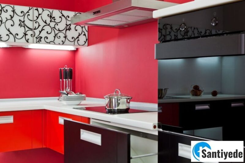 Dekorasyonda kırmızı mutfak ile uyumlu renkler