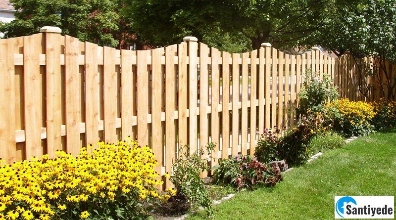 Ahşap bahçe çiti