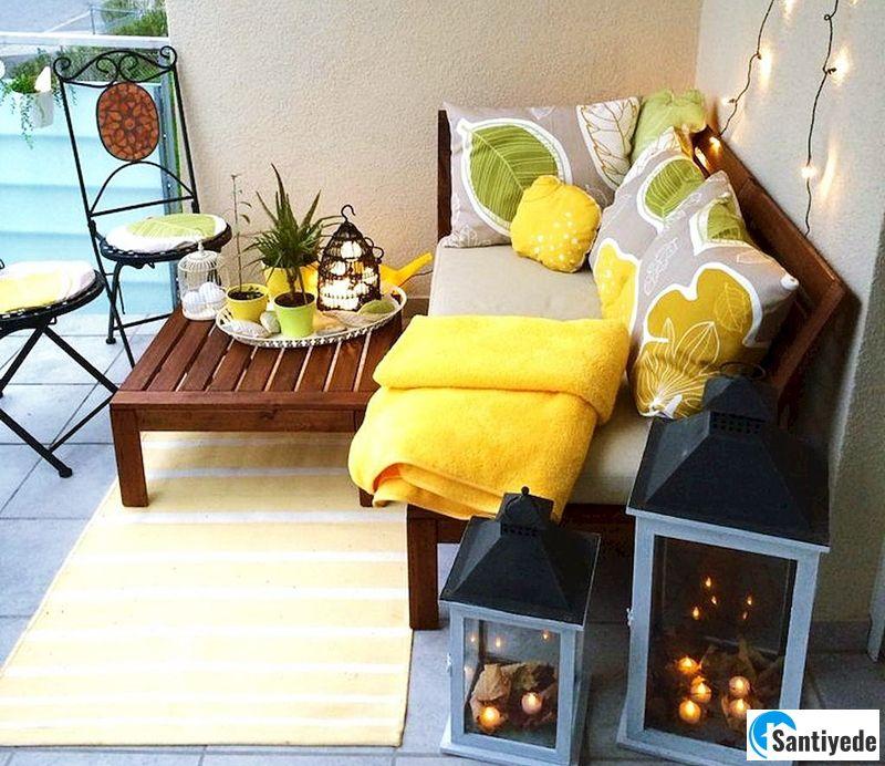 Balkon dekorasyonu yastık ve minderler