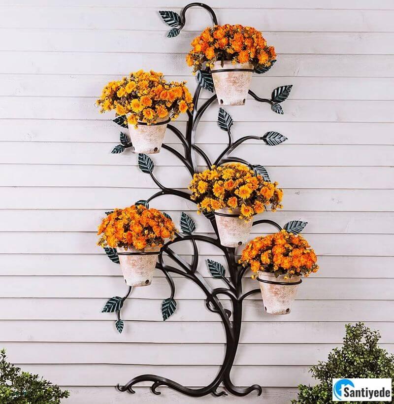 Duvara asılan ferforje çiçeklik