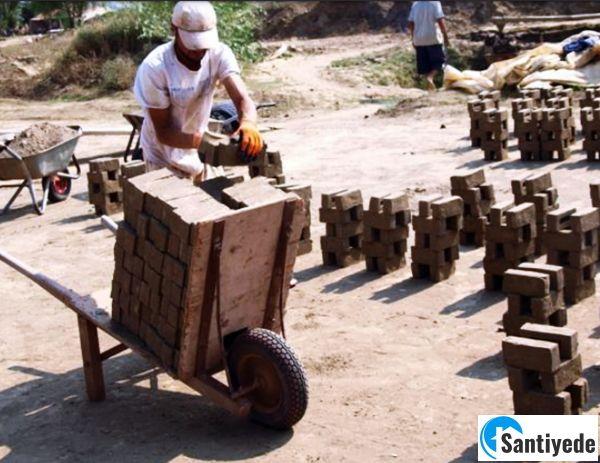Kurutma işlemi tamamlanmış tuğlaların taşınması