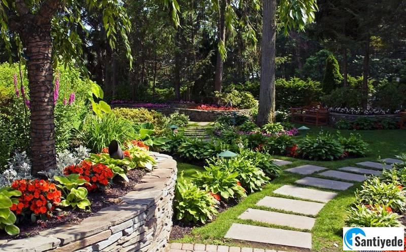 villa bahçesi yürüyüş yolu
